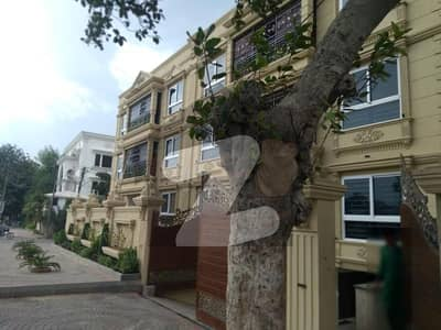 کوسموپولیٹن سوسائٹی کراچی میں 4 کمروں کا 9 مرلہ فلیٹ 1.25 لاکھ میں کرایہ پر دستیاب ہے۔