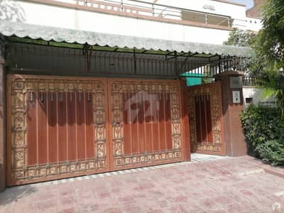 خیابانِ گارڈنز فیصل آباد میں 6 کمروں کا 0.98 کنال مکان 4.25 کروڑ میں برائے فروخت۔