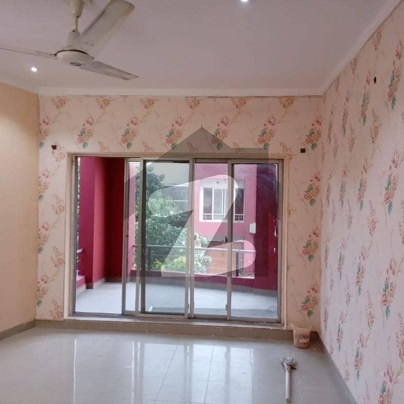 بحریہ ٹاؤن سفاری ولاز بحریہ ٹاؤن سیکٹر B بحریہ ٹاؤن لاہور میں 4 کمروں کا 7 مرلہ مکان 1.39 کروڑ میں برائے فروخت۔