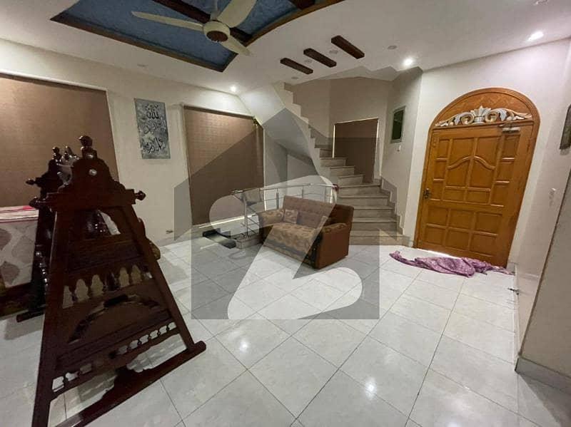 عامر ٹاؤن ہربنس پورہ لاہور میں 4 کمروں کا 10 مرلہ مکان 2.15 کروڑ میں برائے فروخت۔