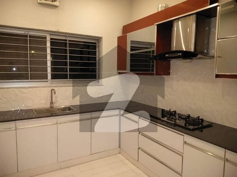 بحریہ ٹاؤن ۔ بلاک ڈی ڈی بحریہ ٹاؤن سیکٹرڈی بحریہ ٹاؤن لاہور میں 5 کمروں کا 10 مرلہ مکان 2.45 کروڑ میں برائے فروخت۔