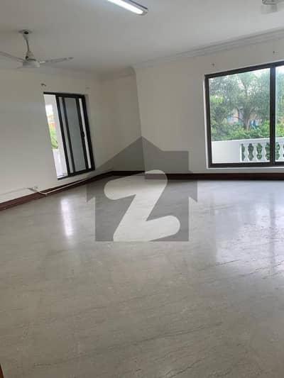 ایف ۔ 6 اسلام آباد میں 9 کمروں کا 2 کنال مکان 15 لاکھ میں کرایہ پر دستیاب ہے۔
