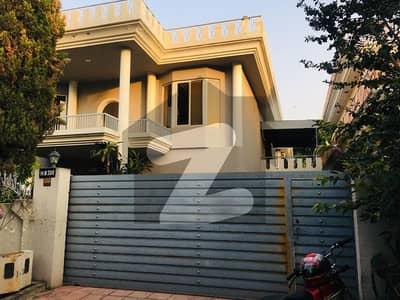 ایف ۔ 10 اسلام آباد میں 4 کمروں کا 1.2 کنال مکان 2 لاکھ میں کرایہ پر دستیاب ہے۔