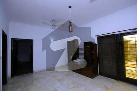 ڈی ایچ اے فیز 3 ڈیفنس (ڈی ایچ اے) لاہور میں 3 کمروں کا 1 کنال بالائی پورشن 70 ہزار میں کرایہ پر دستیاب ہے۔