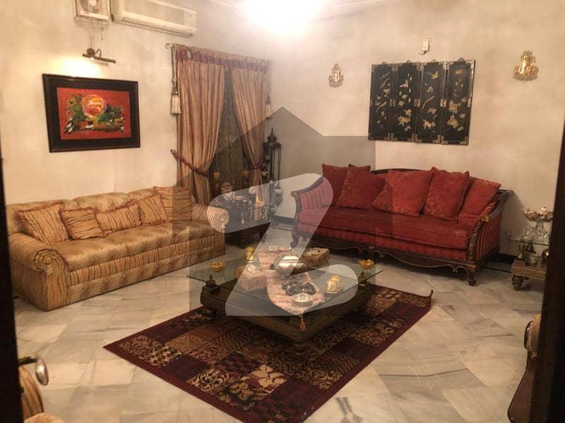 ای ۔ 11 اسلام آباد میں 6 کمروں کا 11 مرلہ مکان 5.1 کروڑ میں برائے فروخت۔