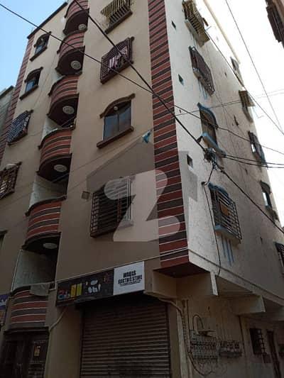 لیاقت آباد کراچی میں 3 کمروں کا 3 مرلہ فلیٹ 24 لاکھ میں برائے فروخت۔