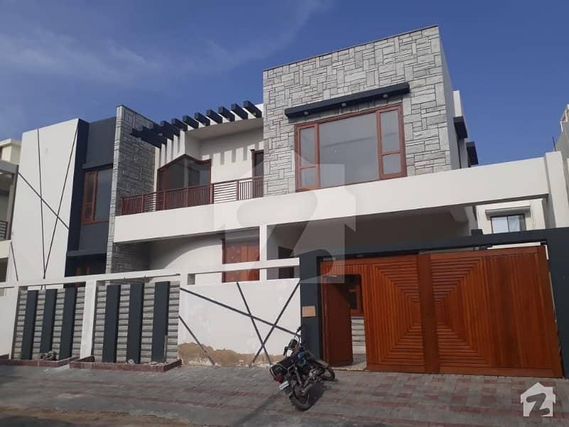 ڈی ایچ اے فیز 7 ڈی ایچ اے کراچی میں 5 کمروں کا 12 مرلہ مکان 9.5 کروڑ میں برائے فروخت۔