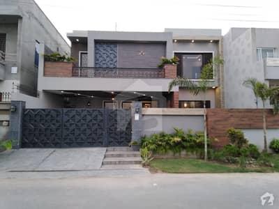 ایڈن ویلی فیصل آباد میں 11 مرلہ مکان 4.1 کروڑ میں برائے فروخت۔