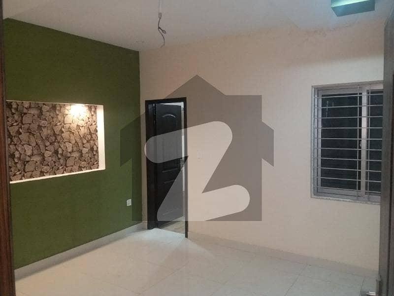 پاک عرب ہاؤسنگ سوسائٹی لاہور میں 2 کمروں کا 4 مرلہ فلیٹ 25 ہزار میں کرایہ پر دستیاب ہے۔