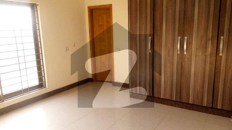 پاک عرب ہاؤسنگ سوسائٹی لاہور میں 2 کمروں کا 5 مرلہ بالائی پورشن 22 ہزار میں کرایہ پر دستیاب ہے۔
