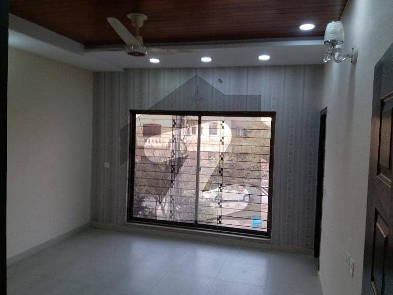 پاک عرب ہاؤسنگ سوسائٹی لاہور میں 4 کمروں کا 5 مرلہ مکان 60 ہزار میں کرایہ پر دستیاب ہے۔