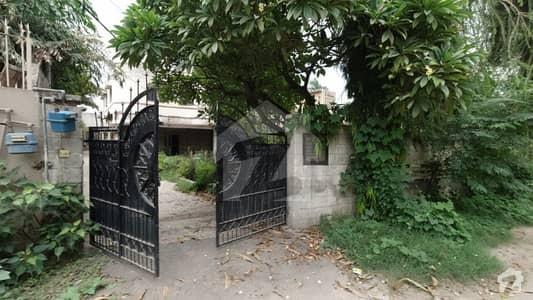گلبرگ لاہور میں 7 کمروں کا 2.45 کنال مکان 6 لاکھ میں کرایہ پر دستیاب ہے۔