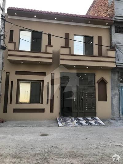 حمزہ ٹاؤن لاہور میں 4 کمروں کا 5 مرلہ مکان 69 لاکھ میں برائے فروخت۔