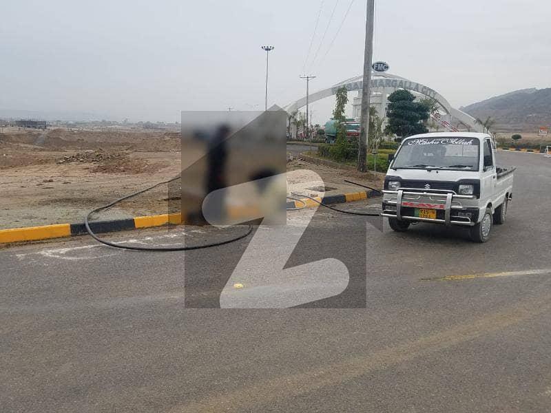 فیصل مارگلہ سٹی بی ۔ 17 اسلام آباد میں 1.07 کنال کمرشل پلاٹ 6.8 کروڑ میں برائے فروخت۔