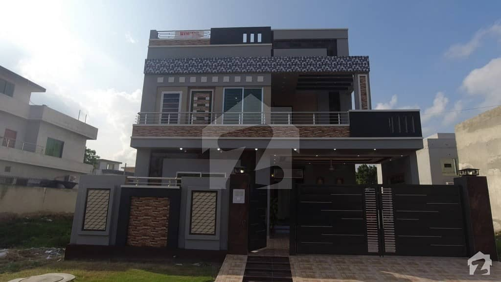 سینٹرل پارک ہاؤسنگ سکیم لاہور میں 5 کمروں کا 10 مرلہ مکان 2 کروڑ میں برائے فروخت۔