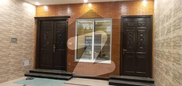 ای ۔ 11/4 ای ۔ 11 اسلام آباد میں 5 کمروں کا 10 مرلہ مکان 5.2 کروڑ میں برائے فروخت۔