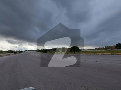 ڈی ایچ اے ڈیفینس فیز 3 ڈی ایچ اے ڈیفینس اسلام آباد میں 11 مرلہ کمرشل پلاٹ 5.25 کروڑ میں برائے فروخت۔