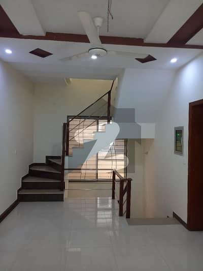 ای ایم ای سوسائٹی لاہور میں 2 کمروں کا 5 مرلہ بالائی پورشن 40 ہزار میں کرایہ پر دستیاب ہے۔