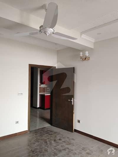 مکہ ٹاور ای ۔ 11 اسلام آباد میں 1 کمرے کا 4 مرلہ فلیٹ 65 لاکھ میں برائے فروخت۔