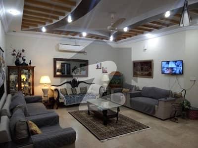355 Sq Yard Triple Storey House For Sale In E-11 Multi Professional