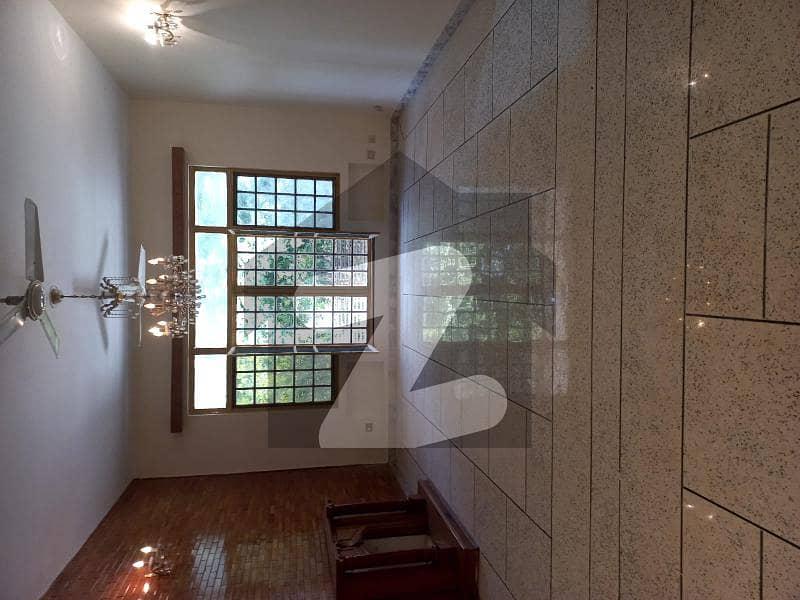 ایف ۔ 11/1 ایف ۔ 11 اسلام آباد میں 6 کمروں کا 1 کنال مکان 10 کروڑ میں برائے فروخت۔