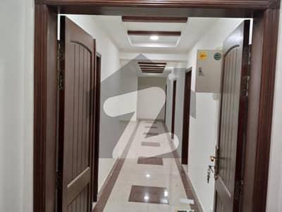 عسکری 11 ۔ سیکٹر بی عسکری 11 عسکری لاہور میں 3 کمروں کا 10 مرلہ فلیٹ 2.1 کروڑ میں برائے فروخت۔