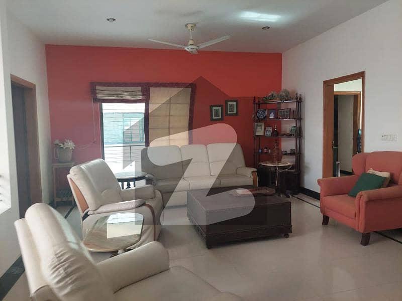 ڈی ایچ اے فیز 7 ڈی ایچ اے کراچی میں 5 کمروں کا 1.2 کنال مکان 10 کروڑ میں برائے فروخت۔