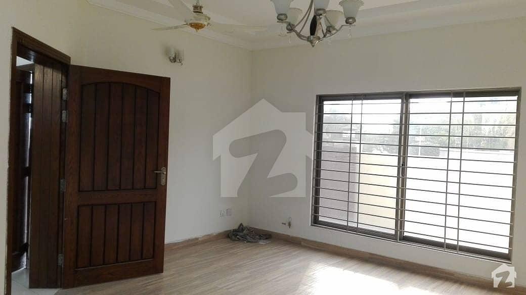 ای ۔ 11/1 ای ۔ 11 اسلام آباد میں 2 کمروں کا 8 مرلہ فلیٹ 1.8 کروڑ میں برائے فروخت۔