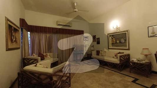 گلریز ہاؤسنگ سوسائٹی فیز 2 گلریز ہاؤسنگ سکیم راولپنڈی میں 6 کمروں کا 1.25 کنال مکان 3.75 کروڑ میں برائے فروخت۔