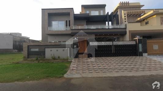 پی جی ای سی ایچ ایس فیز 2 پنجاب گورنمنٹ ایمپلائیز سوسائٹی لاہور میں 6 کمروں کا 17 مرلہ مکان 4 کروڑ میں برائے فروخت۔