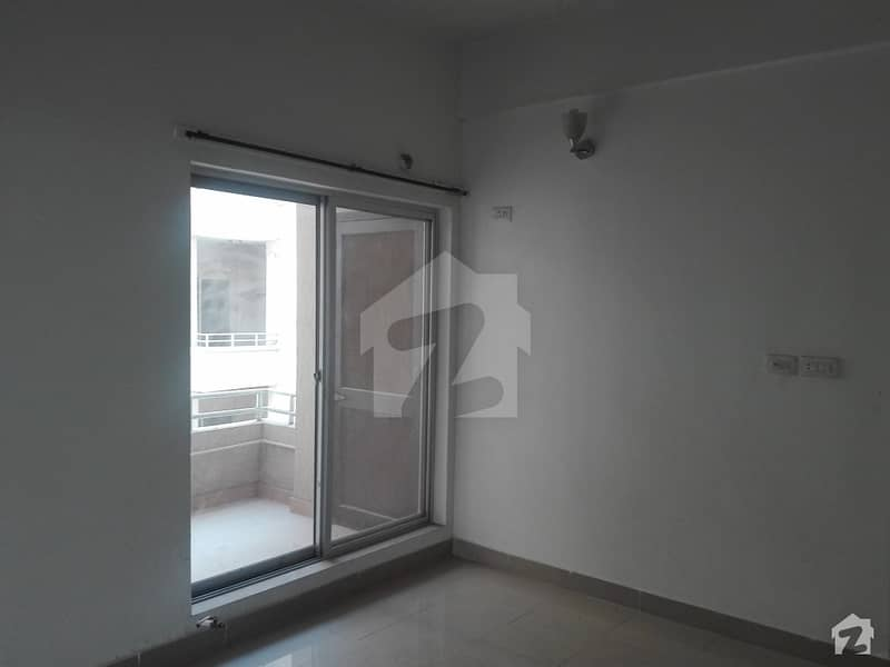 House Over 2 Kanal Land Area In Model Town Available