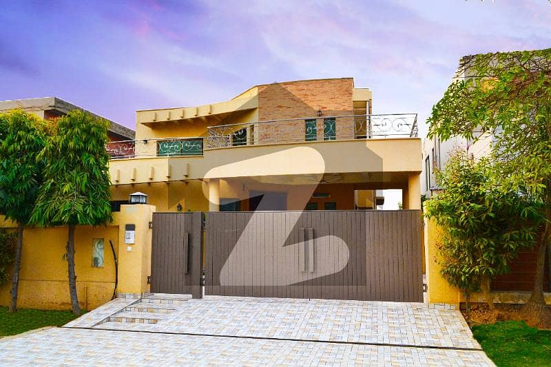 1 Kanal Top Location Luxury Bungalow For Sale DHA Phase 4