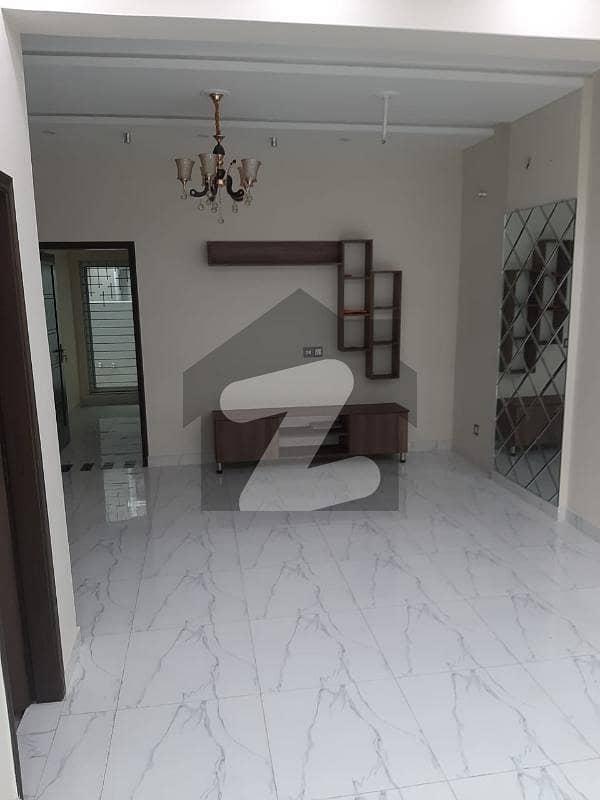 بحریہ ٹاؤن ۔ بلاک بی بی بحریہ ٹاؤن سیکٹرڈی بحریہ ٹاؤن لاہور میں 5 مرلہ مکان 1.6 کروڑ میں برائے فروخت۔