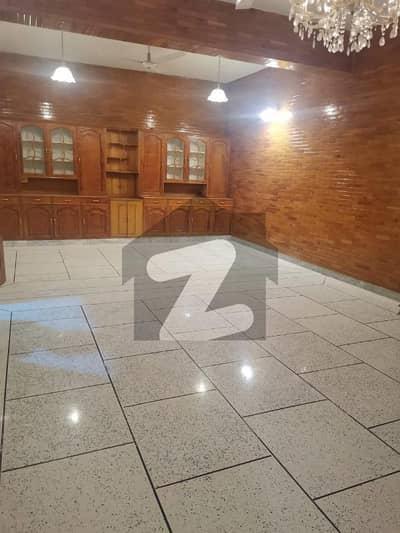 ایف ۔ 11/1 ایف ۔ 11 اسلام آباد میں 6 کمروں کا 1 کنال مکان 9.5 کروڑ میں برائے فروخت۔