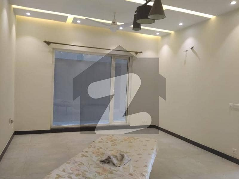 ایم پی سی ایچ ایس - اسلام آباد گارڈن ای ۔ 11/1 ای ۔ 11 اسلام آباد میں 8 کمروں کا 1 کنال مکان 7.5 کروڑ میں برائے فروخت۔