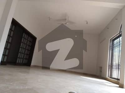 1 Kanal Old Single Storey House Available For Sale