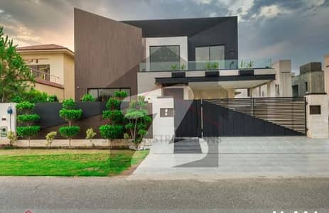 1 Kanal Villa Came For Sale In Phase 6 Close To Park