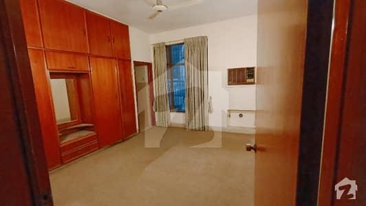 ڈی ایچ اے فیز 1 - بلاک ایم فیز 1 ڈیفنس (ڈی ایچ اے) لاہور میں 2 کمروں کا 1 کنال بالائی پورشن 50 ہزار میں کرایہ پر دستیاب ہے۔