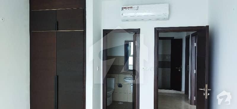عمار پرل ٹاورز امارکریسنٹ بے ڈی ایچ اے فیز 8 ڈی ایچ اے کراچی میں 2 کمروں کا 10 مرلہ فلیٹ 1.5 لاکھ میں کرایہ پر دستیاب ہے۔