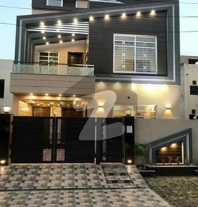بحریہ ٹاؤن سیکٹر سی بحریہ ٹاؤن لاہور میں 5 کمروں کا 10 مرلہ مکان 2.3 کروڑ میں برائے فروخت۔