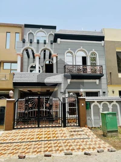 بحریہ ٹاؤن ۔ بلاک بی بی بحریہ ٹاؤن سیکٹرڈی بحریہ ٹاؤن لاہور میں 3 کمروں کا 5 مرلہ مکان 1.3 کروڑ میں برائے فروخت۔