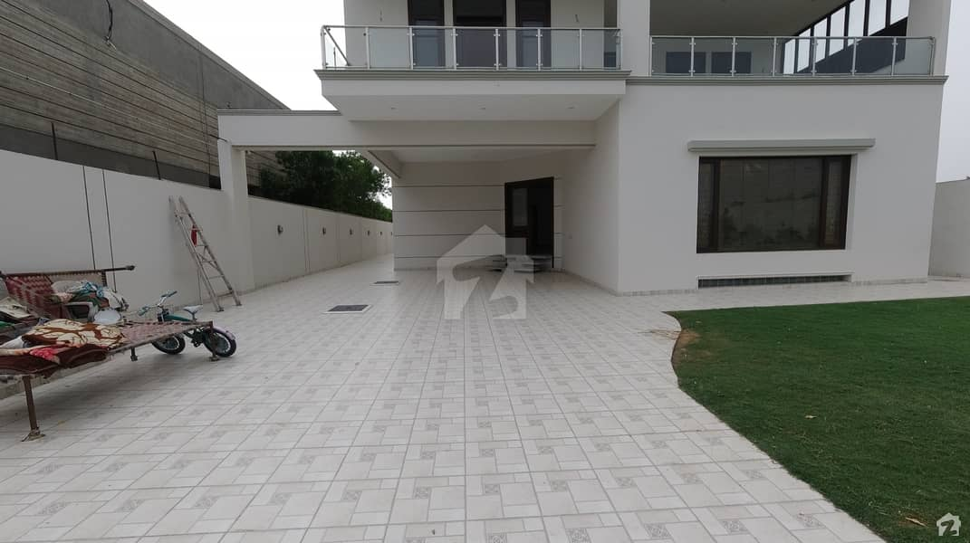 1000 Square Yards Bungalow Is Available For Rent