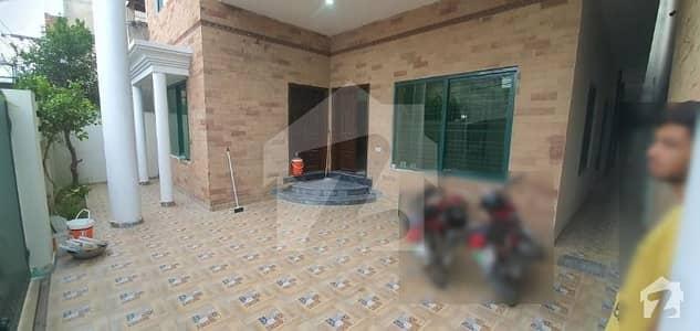 علی پارک کینٹ لاہور میں 4 کمروں کا 10 مرلہ مکان 2.25 کروڑ میں برائے فروخت۔