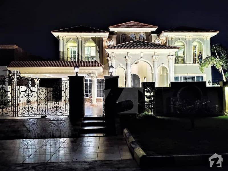 عبداللہ گارڈنز ایسٹ کینال روڈ کینال روڈ فیصل آباد میں 5 کمروں کا 15 مرلہ مکان 8 کروڑ میں برائے فروخت۔