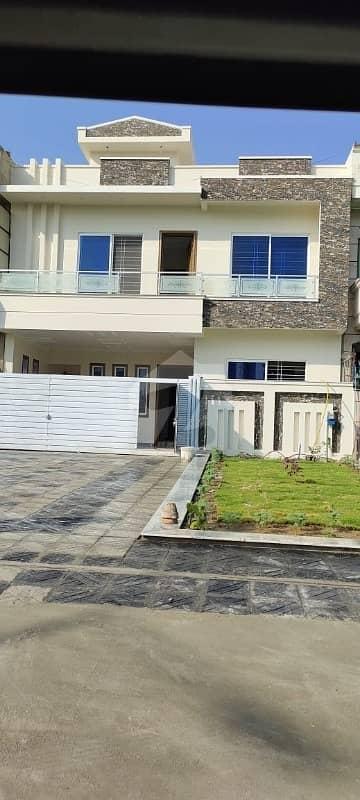 آئی ۔ 10/2 آئی ۔ 10 اسلام آباد میں 4 کمروں کا 5 مرلہ مکان 2.65 کروڑ میں برائے فروخت۔