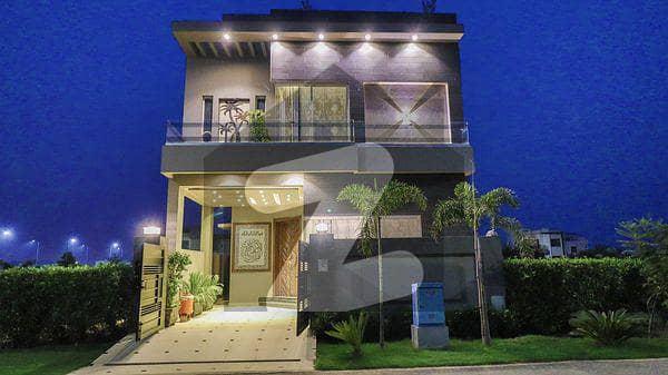 ڈی ایچ اے 9 ٹاؤن ڈیفنس (ڈی ایچ اے) لاہور میں 3 کمروں کا 5 مرلہ مکان 1.6 کروڑ میں برائے فروخت۔