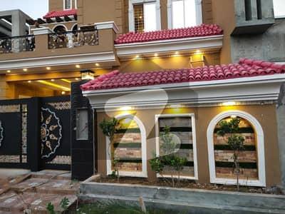 نشیمن اقبال فیز 2 بلاک - ڈی نشیمنِ اقبال فیز 2 نشیمنِ اقبال لاہور میں 5 کمروں کا 10 مرلہ مکان 2.18 کروڑ میں برائے فروخت۔