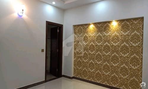 علامہ اقبال ٹاؤن لاہور میں 5 کمروں کا 10 مرلہ مکان 3.8 کروڑ میں برائے فروخت۔