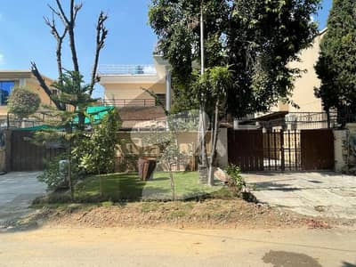 F-8-3 Double Story House 1 Kanal Top Location