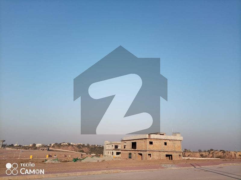 بحریہ ٹاؤن فیز 8 ۔ بلاک پی بحریہ ٹاؤن فیز 8 بحریہ ٹاؤن راولپنڈی راولپنڈی میں 1 کنال رہائشی پلاٹ 1.4 کروڑ میں برائے فروخت۔